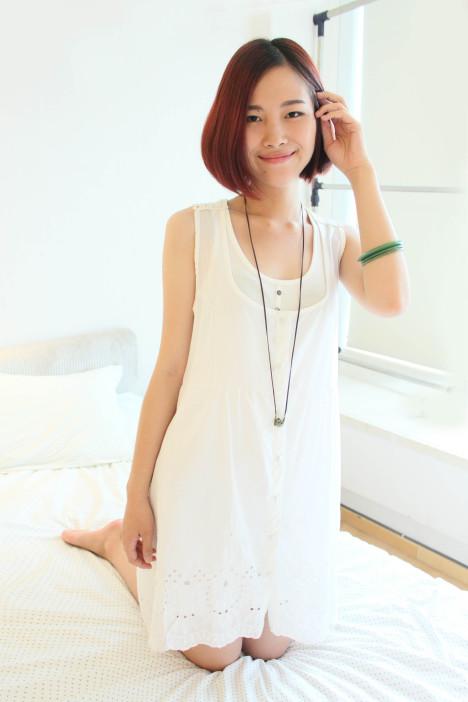 纯白色纽扣可全开钩花边长款半透明背心裙