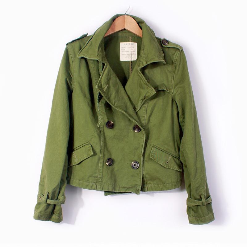 军绿色短外套搭配图片