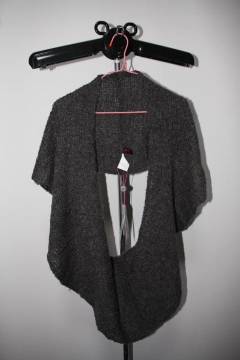 深灰色围巾搭配