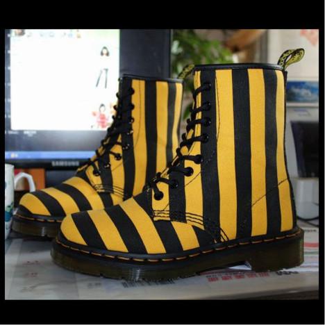大黄靴女搭配图片_大黄靴女如何搭配