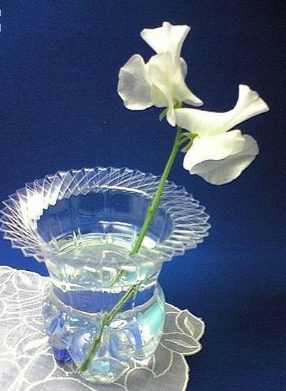 用可乐瓶 矿泉水瓶等塑料瓶做的美丽花瓶图片