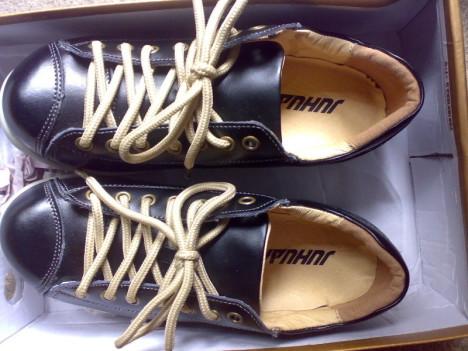 女生黑皮鞋搭配图片_女生黑皮鞋如何搭配