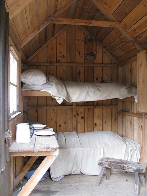 木制#小木屋中的上下铺设计