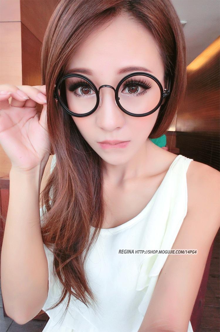 眼镜少女铅笔画