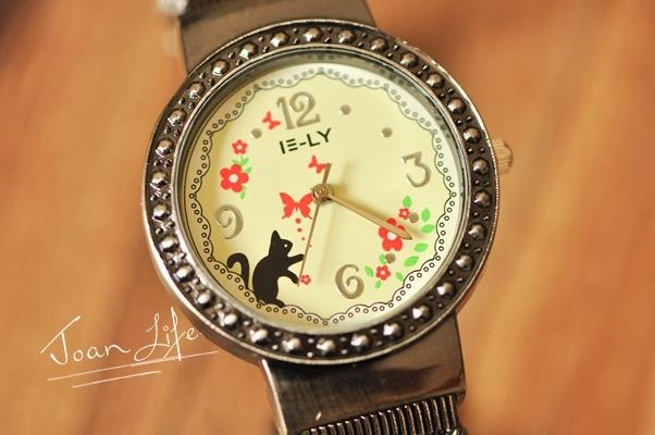 有趣的小猫扑蝶蕾丝花边图案