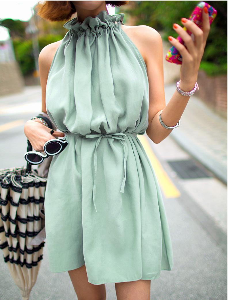 很漂亮的荷叶边领裙子,领子很喜欢,特淑女的感觉,可以宽松,系个腰带