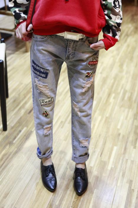 【可爱卡通贴布破洞牛仔裤】-衣服-裤子