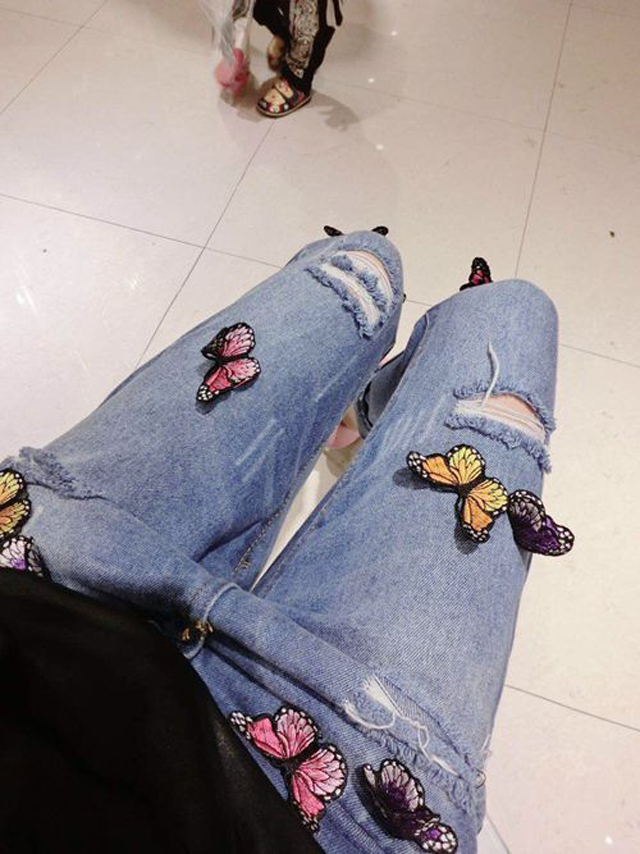 【彩色小蝴蝶修身显瘦牛仔裤】-衣服-裤子