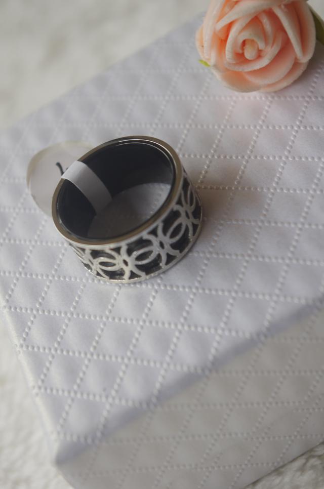 字母钛钢花纹戒指