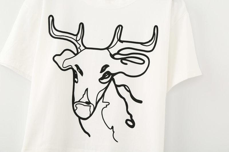 圆领黑白鹿头印花t恤
