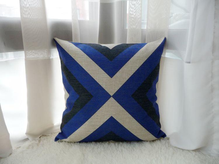 侧边隐形拉链设计使得靠垫抱枕正反面一样;客厅家居