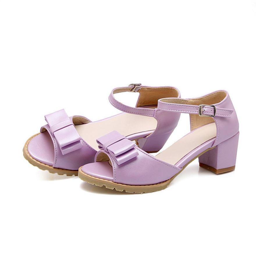 这是一款夏季经典百搭罗马凉鞋,明星同款,简约时尚.