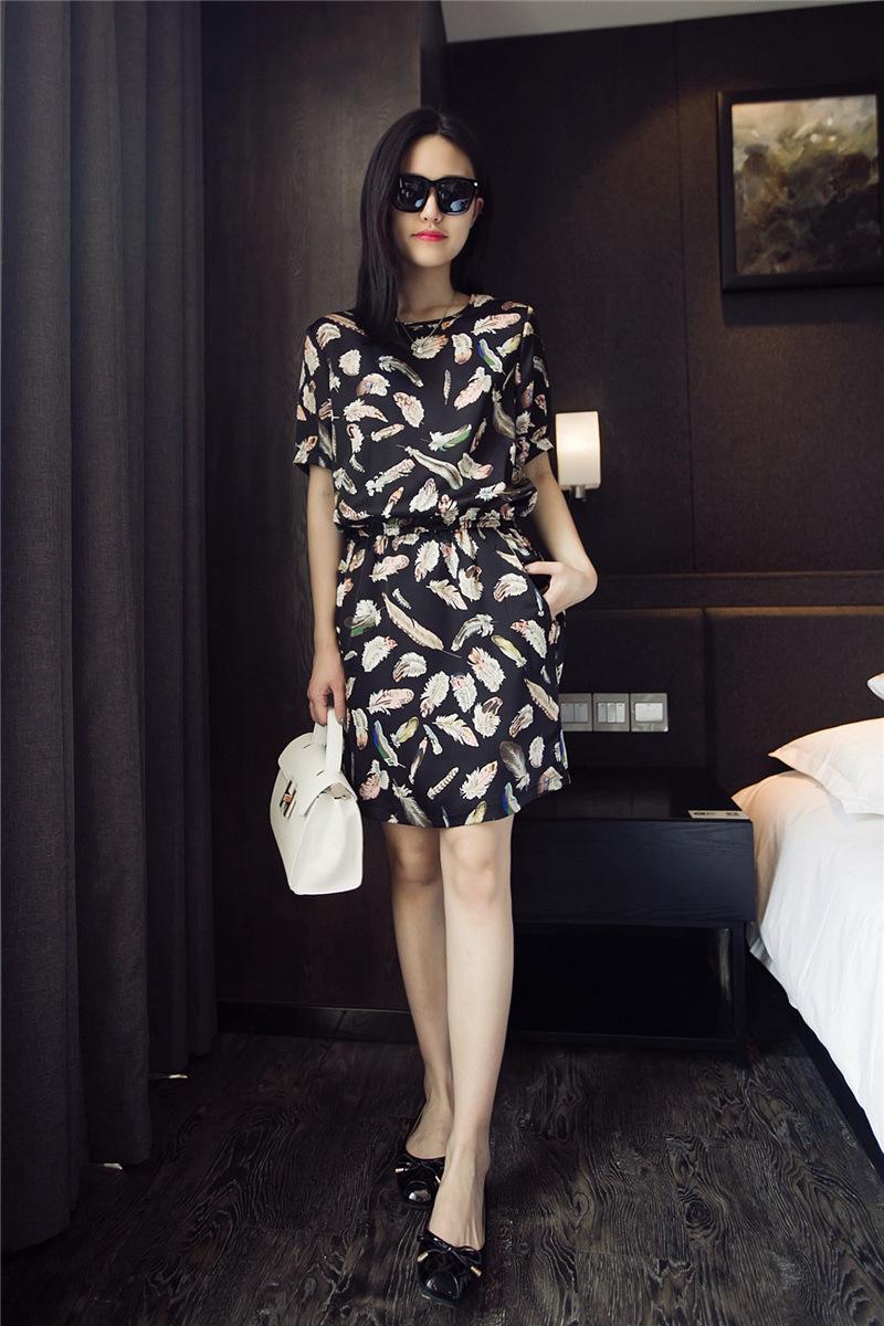 金凤凰 时尚花纹收腰短袖连衣裙