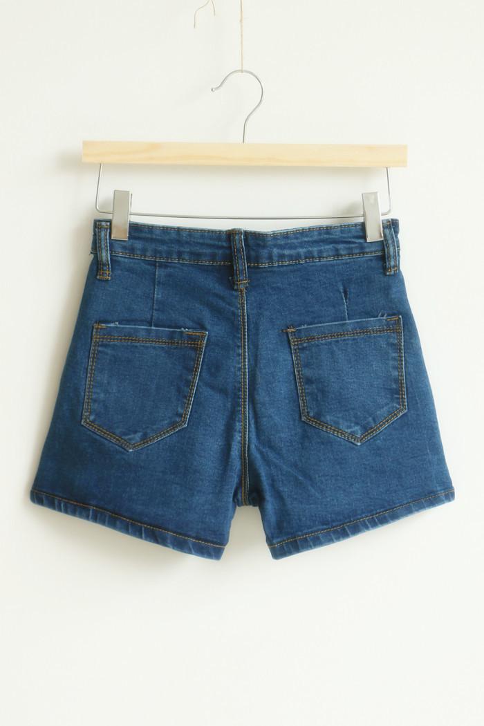 潮 复古中腰牛仔短裤整体款式