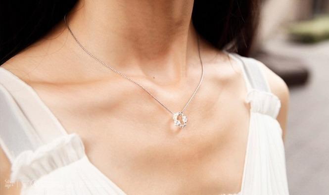 梅花喷砂纯银锁骨项链