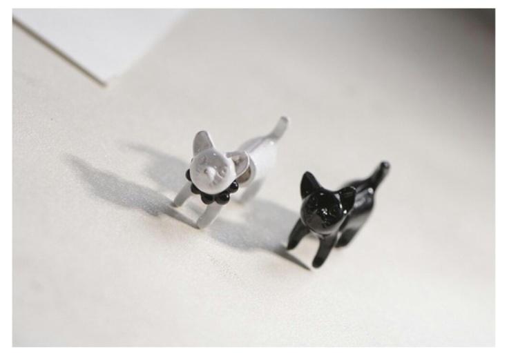黑白的小猫咪,增添一丝童趣与甜美.可爱至极*^o^*