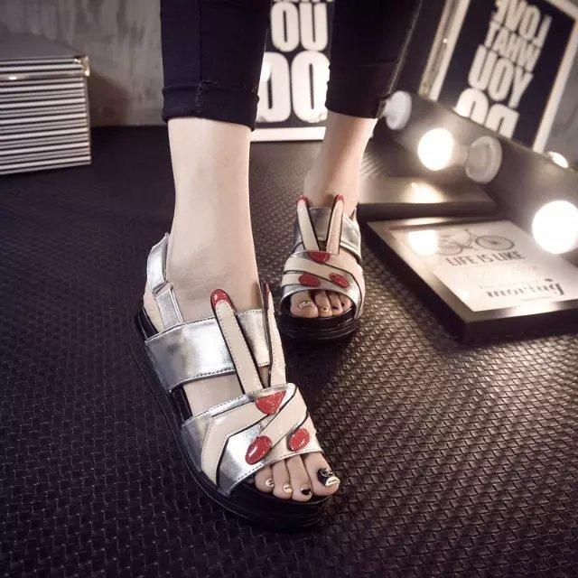 中国好声音创意露趾小手指蜡皮面女凉鞋前卫女单鞋平底凉鞋