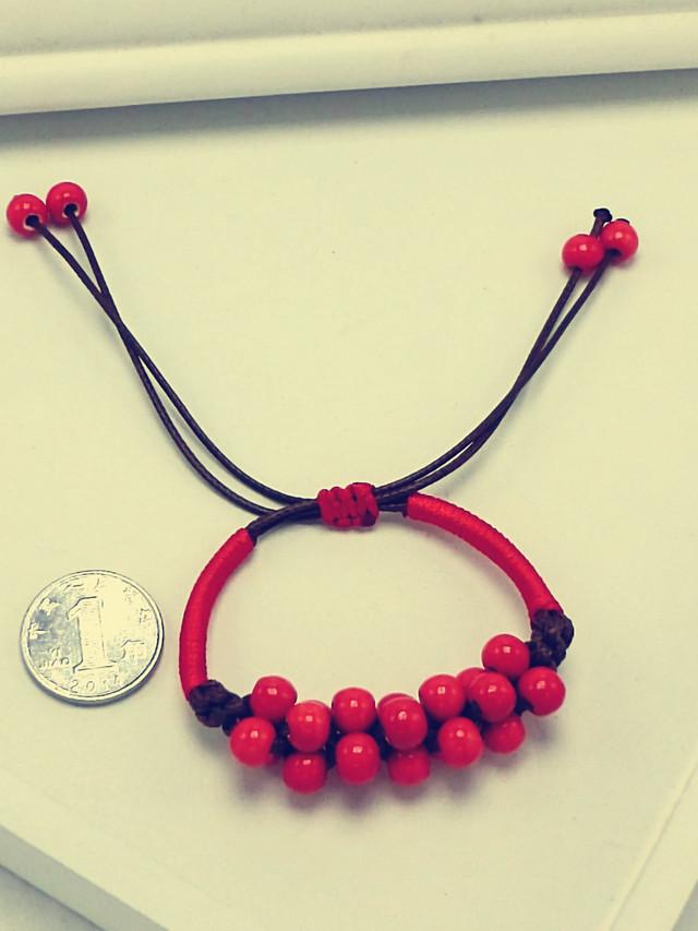 大红色编织珠子手链