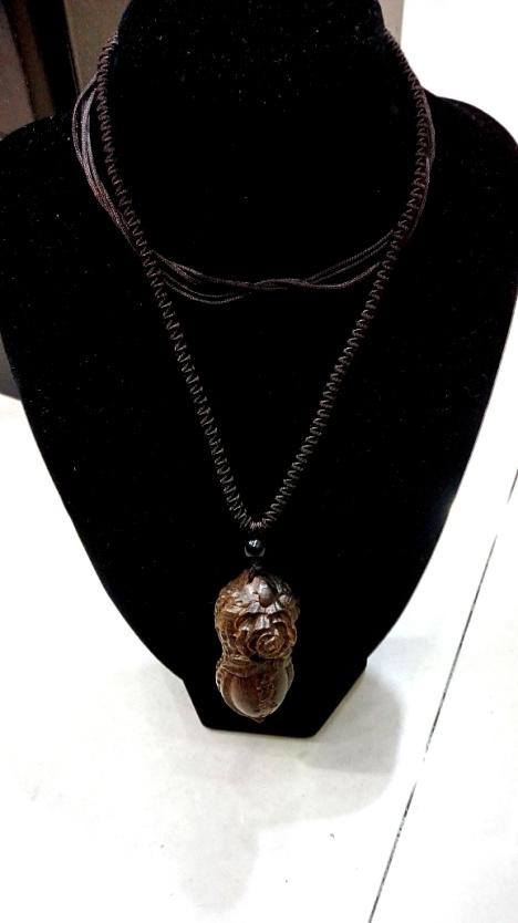 复古手工雕刻黑桃木项链