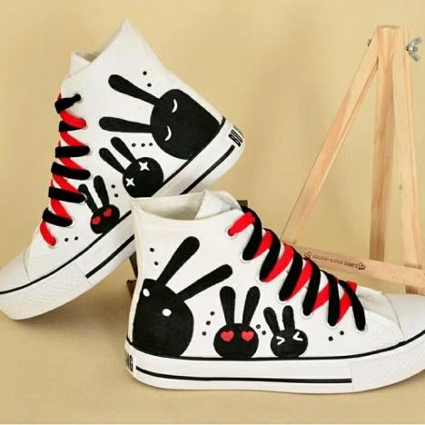 个性高帮手绘鞋女学生白色帆布鞋时尚潮鞋平底