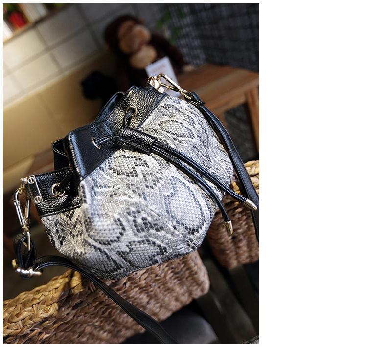 包包2015秋冬新款欧美时尚水桶包蟒蛇纹抽带单肩斜挎包女包潮
