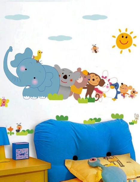 卡通小动物排队儿童房墙贴