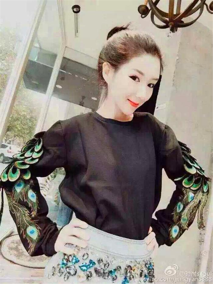 【立体重工刺绣孔雀羽毛翅膀卫衣】-衣服-卫衣/绒衫
