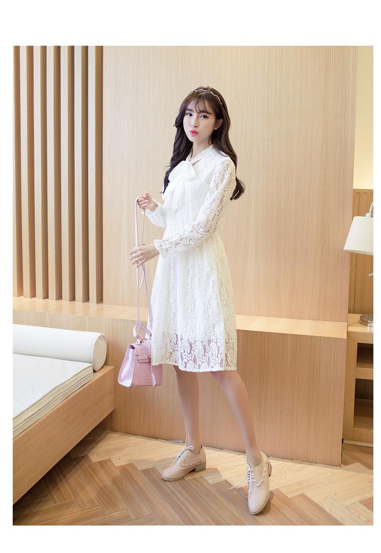 蝴蝶结领口蕾丝连衣裙