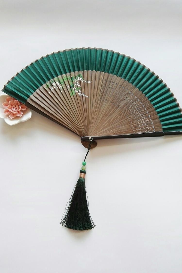 中国风折扇.手绘藤蔓