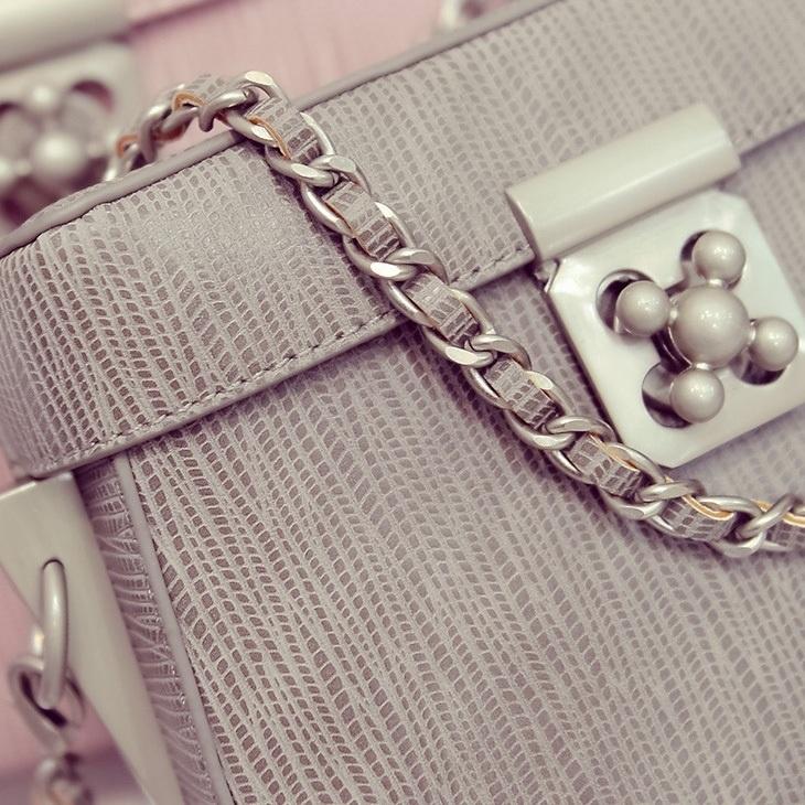 小清新珍珠色锁扣半圆形收纳盒