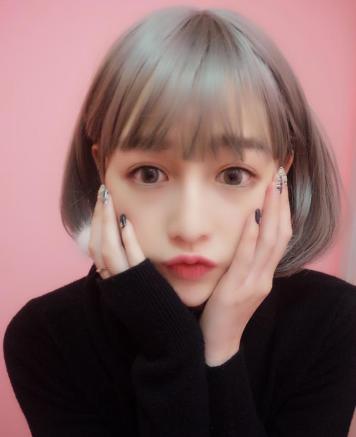 【假发女短发实拍奶奶烟灰色空气薄刘海微卷内扣波波图片