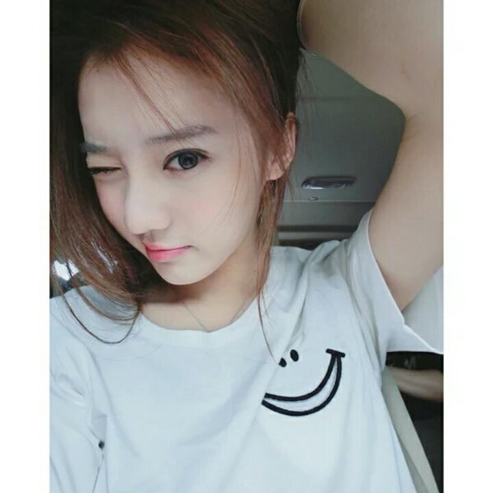 【美美的夏夏:四色笑脸刺绣情侣闺蜜短袖t恤