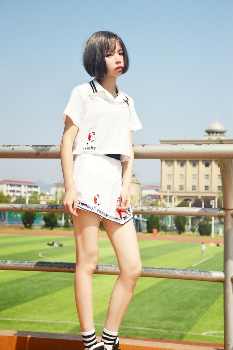 【韩国学院风原宿人物宽松刺绣不规则运动套装】