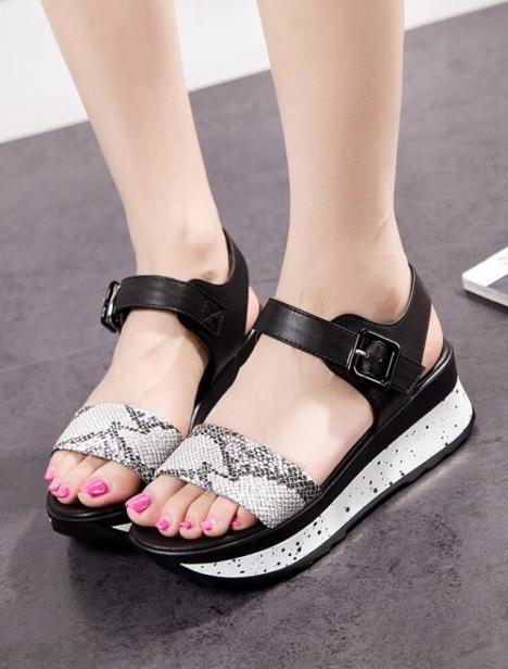 夏季新款欧美大牌蛇皮纹凉鞋女时尚舒适厚底防水台坡跟