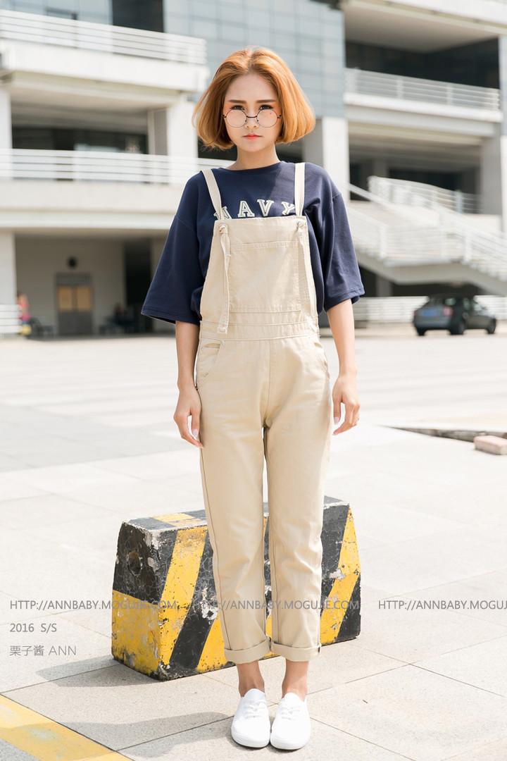 商品描述 可爱的一款背带裤~背带的位置可以系短一点,成小蝴蝶结的